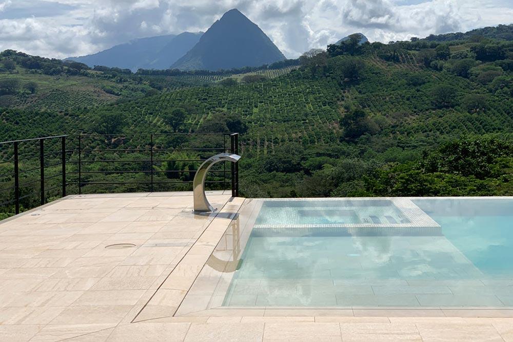 Spa and swimming pool in porcelain ceramic Serena Ocra | Rosa Gres