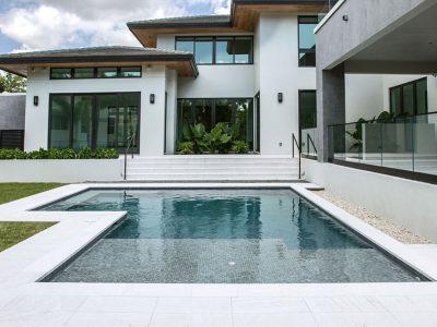 Borde de piscina en gres porcelánico Serena Bianco | Rosa Gres