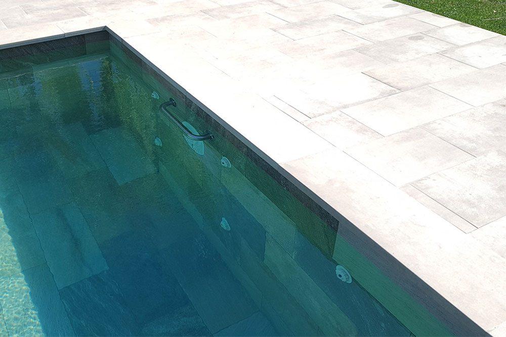 Revestimiento borde y playa de la piscina en gres porcelánico Bohème Vanille | Rosa Gres