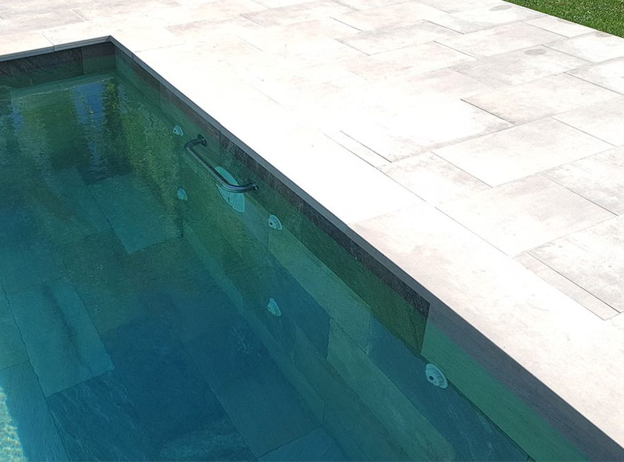 Pool deck and border in porcelain Stoneware Bohème Vanille | Rosa Gres