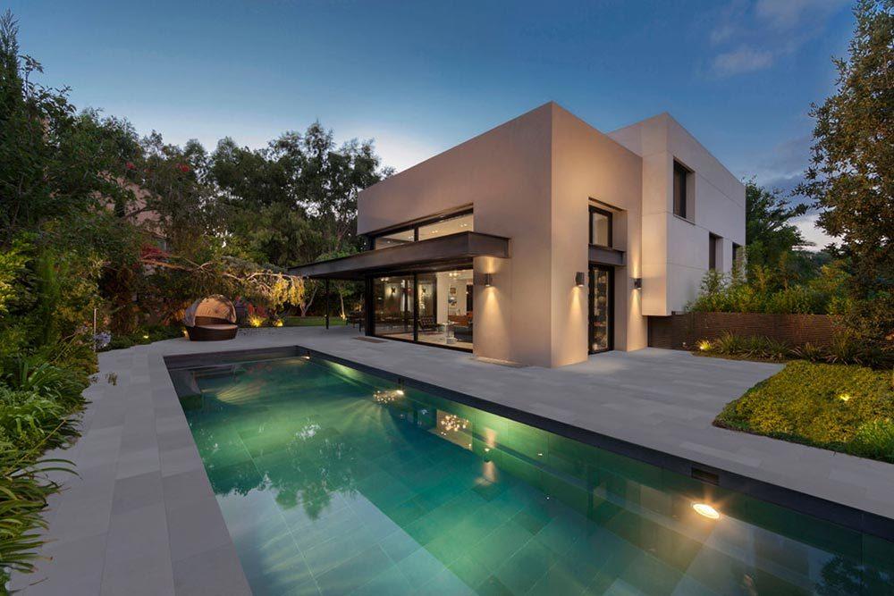 Iluminación piscina. Vaso y playa piscina en gres porcelánico Tao Grey y Tao Silver. Israel | Rosa Gres