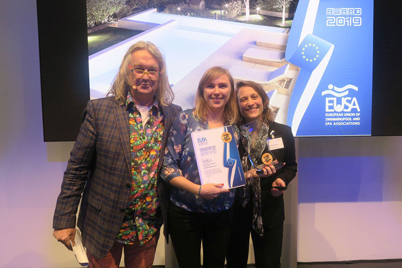 Rosa gres team receives Best Outdoor Private Pool EUSA Awards 2019