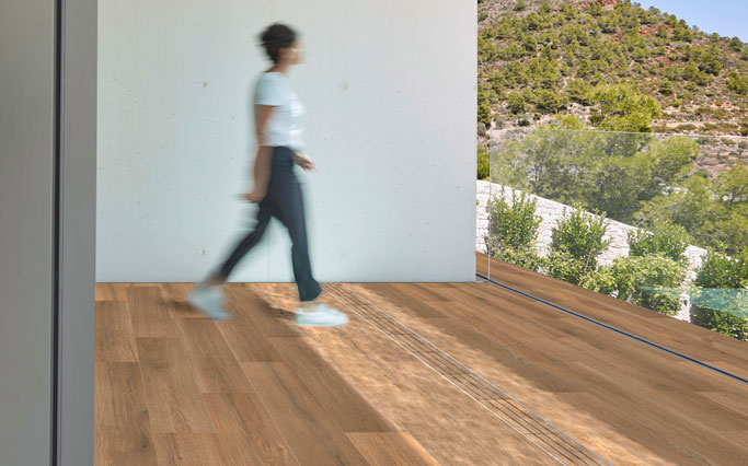 Interior wood look flooring in porcelain stoneware - Alma Honey