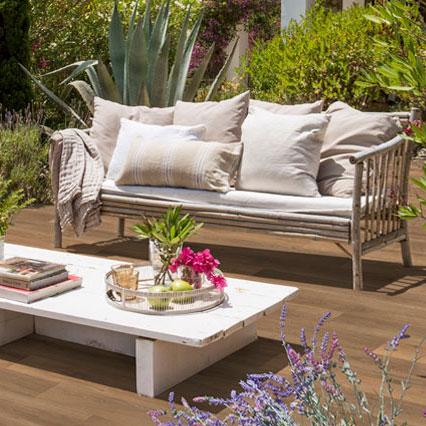 Terraza en gres porcelánico imitación madera - Alma Honey