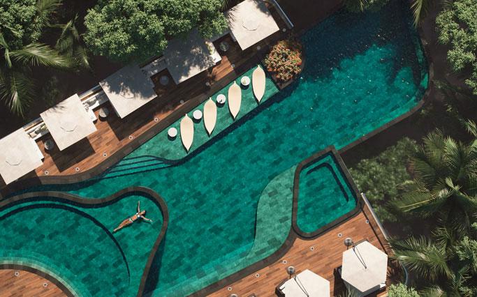 Verre de piscine en grès cérame Trésor Bali