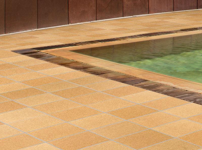 Piscine à débordement avec margelle « Flex » en grès cérame - Collection Natural