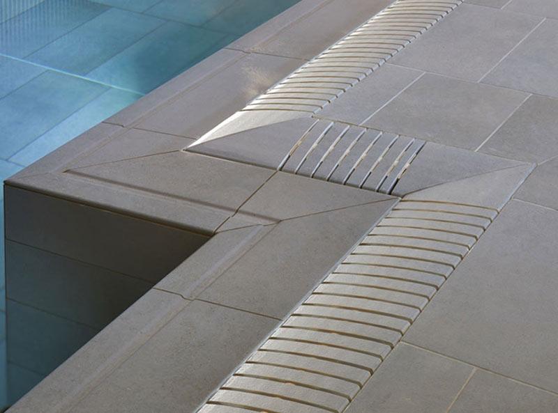 Piscinas desbordante con rejilla flex en gres porcelánico - Colección Tao