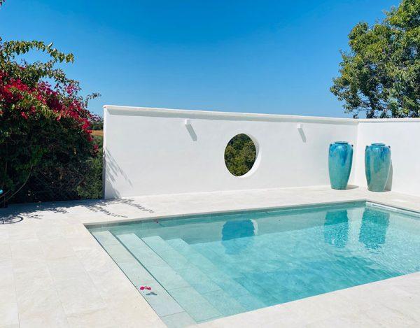 Color del agua de la piscina de gres porcelánico Rosa Gres